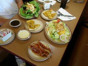 salades met knoflookbrood